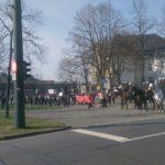 50 Jagdgegner, abgetrennt von 15000 friedlich demonstrierenden Jägern