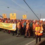 Marsch über die Rheinbrücke