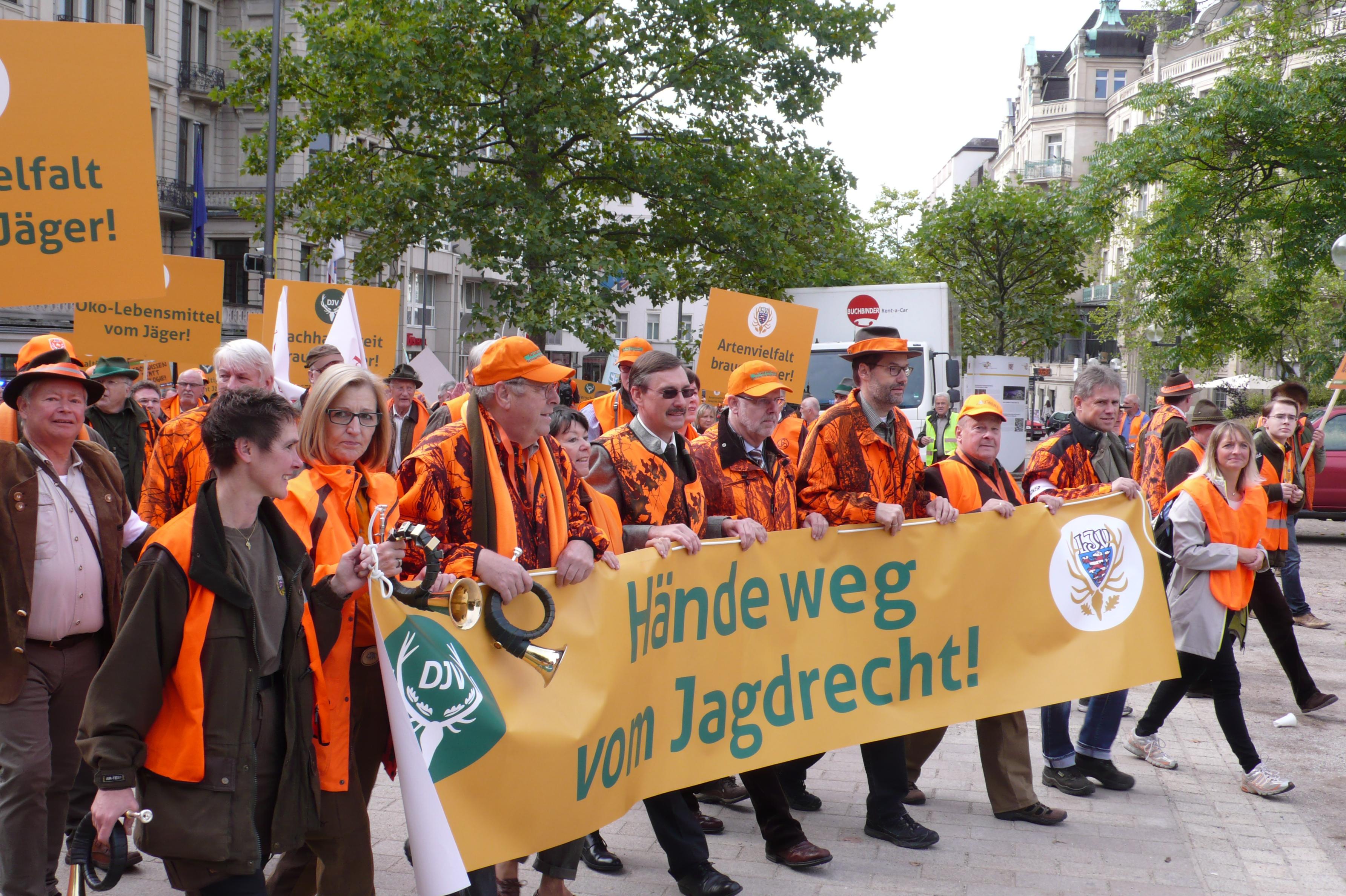 Foto 2_Demo WI_Bannertraeger_Semmelsb.
